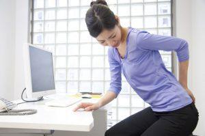 腰痛の原因を知って生活習慣を改善する10の方法